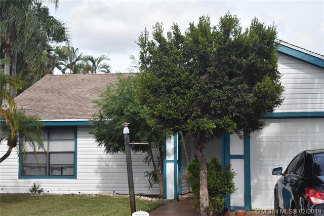 4570 Brook Dr, West Palm Beach, FL 33417 (MLS #A10619924) :: The Paiz Group