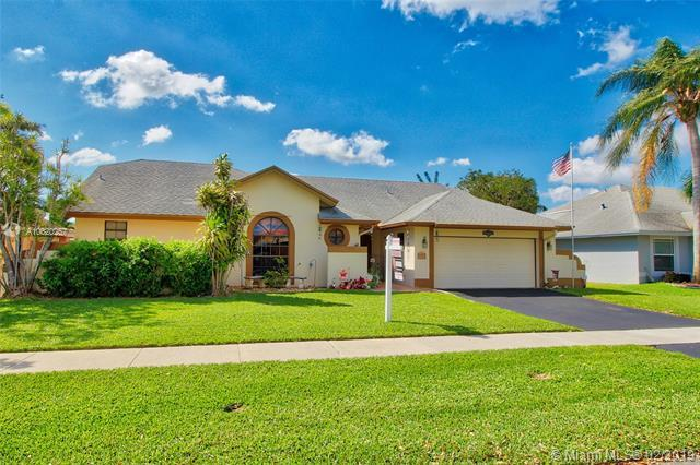 5751 SW 89th Way, Cooper City, FL 33328 (MLS #A10620257) :: RE/MAX Presidential Real Estate Group