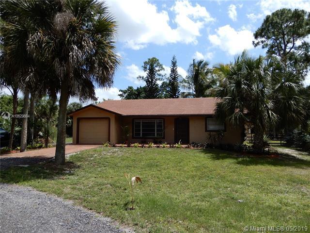 8470 Pinion Dr, Lake Worth, FL 33467 (MLS #A10629804) :: Green Realty Properties
