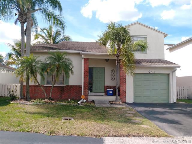 941 W Beckley Sq, Davie, FL 33325 (MLS #A10630813) :: The Paiz Group