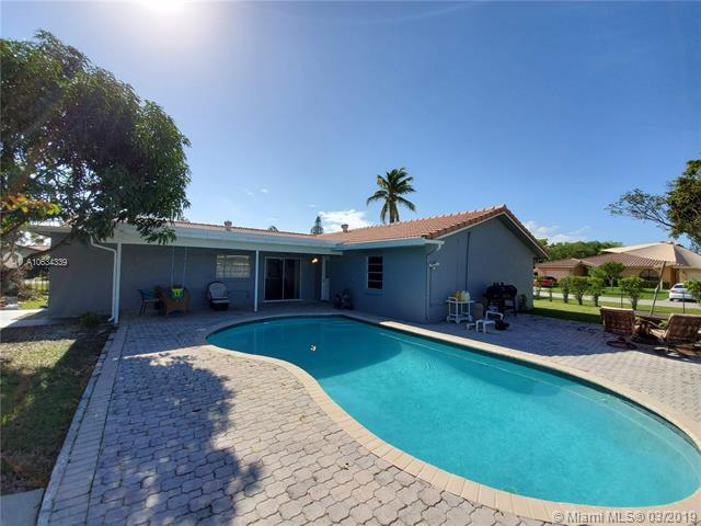 3700 NW 114th Ln, Coral Springs, FL 33065 (MLS #A10634339) :: The Brickell Scoop