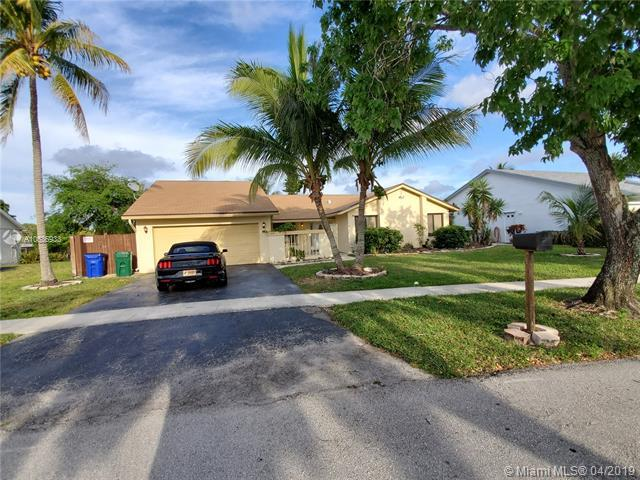 870 SW 55th Ave, Margate, FL 33068 (MLS #A10636933) :: The Brickell Scoop