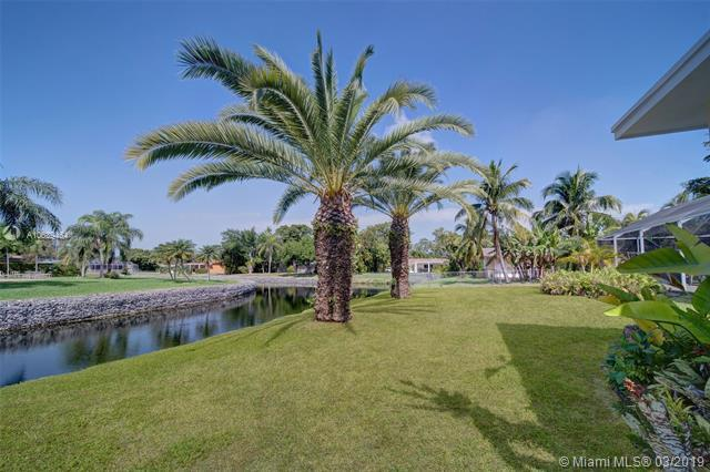 12600 SW 69th Ct, Pinecrest, FL 33156 (MLS #A10639464) :: The Paiz Group