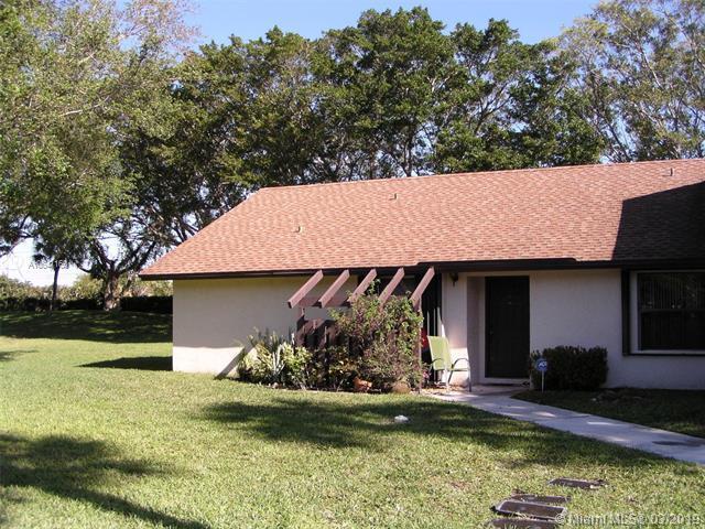 121 Via De Casas Norte, Boynton Beach, FL 33426 (MLS #A10641160) :: EWM Realty International