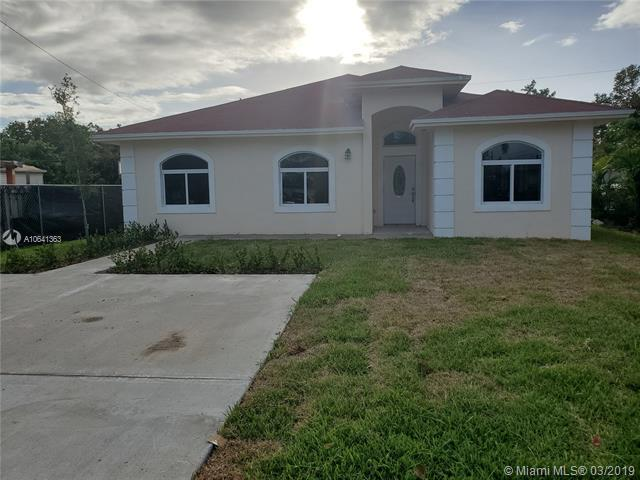 714 NW 7th Avenue, Homestead, FL 33030 (MLS #A10641363) :: The Teri Arbogast Team at Keller Williams Partners SW