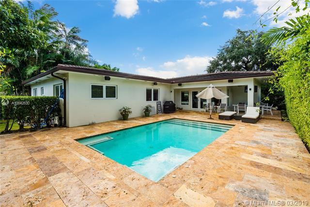 1451 Mercado Ave, Coral Gables, FL 33146 (MLS #A10642630) :: The Maria Murdock Group