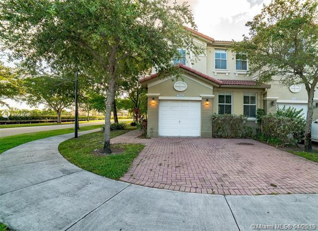 7806 NW 109th Path #7806, Doral, FL 33178 (MLS #A10645196) :: Ray De Leon with One Sotheby's International Realty