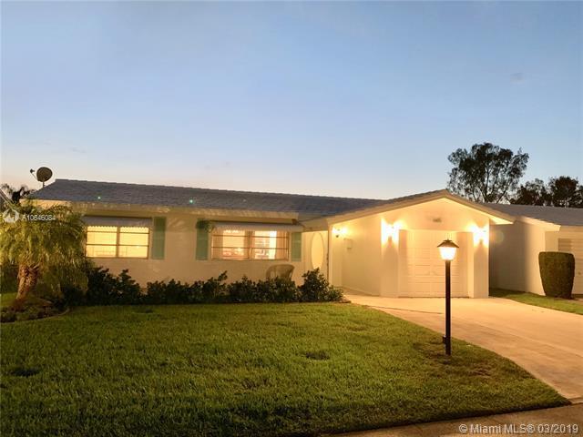 605 SW Golf Dr, Boynton Beach, FL 33426 (MLS #A10646084) :: Grove Properties