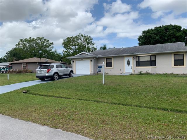 1561 SW Dow Ln, Port Saint Lucie, FL 34953 (MLS #A10647586) :: Grove Properties