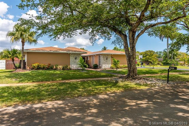 6561 SW 20th St, Plantation, FL 33317 (MLS #A10647828) :: The Paiz Group