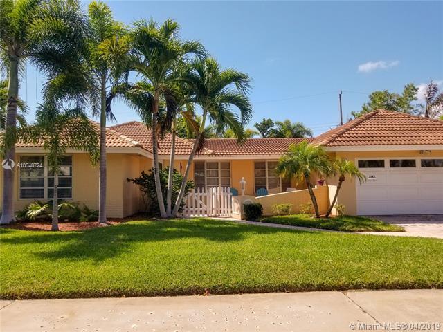 2142 NE 56th Pl, Fort Lauderdale, FL 33308 (MLS #A10648724) :: The Paiz Group