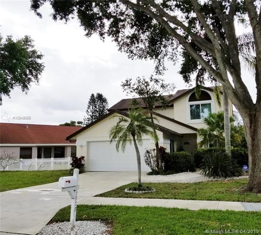 3979 Circle Lake Dr, West Palm Beach, FL 33417 (MLS #A10649368) :: The Paiz Group