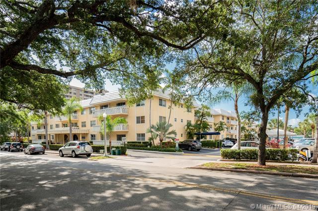 100 Edgewater Dr #302, Coral Gables, FL 33133 (MLS #A10652654) :: The Paiz Group