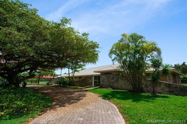 6860 SW 136th St, Palmetto Bay, FL 33156 (MLS #A10653110) :: RE/MAX Presidential Real Estate Group