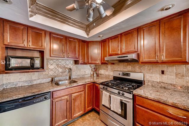 5811 NE 2nd Ter, Oakland Park, FL 33334 (MLS #A10654425) :: Grove Properties