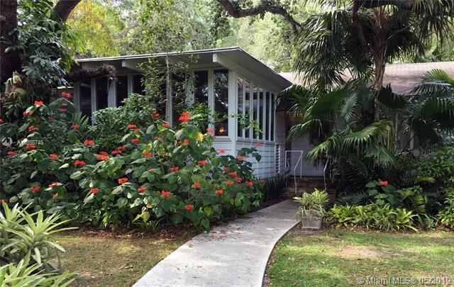 5827 SW 84th St, South Miami, FL 33143 (MLS #A10655745) :: The Paiz Group