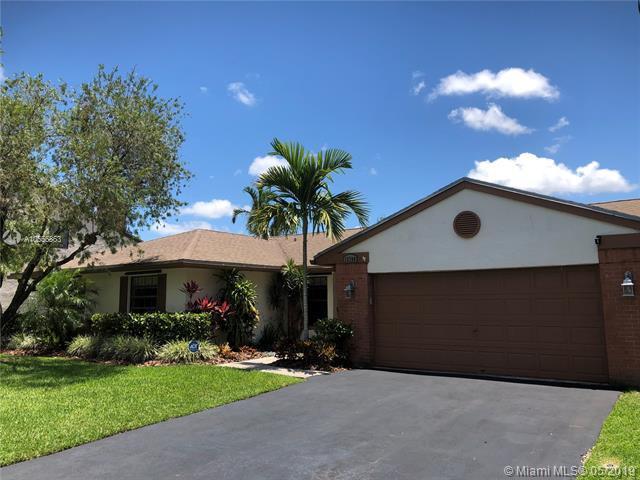 13760 Cedar Bluff Ct, Davie, FL 33325 (MLS #A10655863) :: Green Realty Properties
