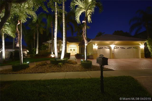 2707 Meadowood Ct, Weston, FL 33332 (MLS #A10656549) :: EWM Realty International