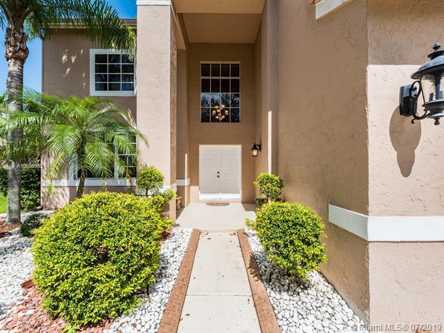 584 Cambridge Dr, Weston, FL 33326 (MLS #A10656963) :: Grove Properties