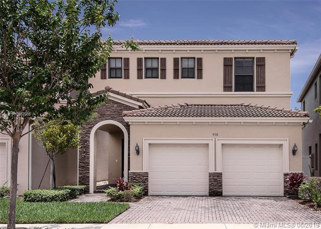 930 NE 191st St, Miami, FL 33179 (MLS #A10657985) :: Grove Properties