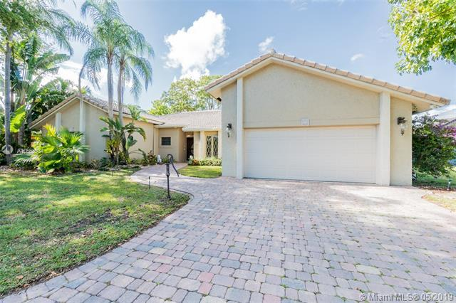 9820 SW 1st St, Plantation, FL 33324 (MLS #A10663984) :: Green Realty Properties