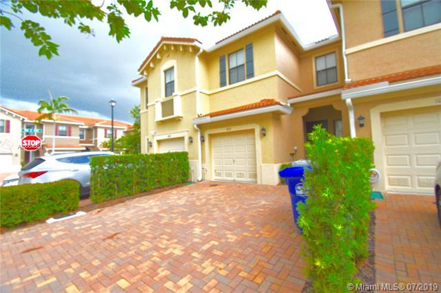 1091 NW 33rd Ct #1091, Pompano Beach, FL 33064 (MLS #A10664861) :: Ray De Leon with One Sotheby's International Realty