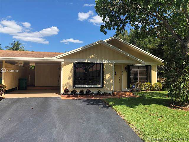 3602 W Bell Dr, Davie, FL 33328 (MLS #A10665413) :: Ray De Leon with One Sotheby's International Realty