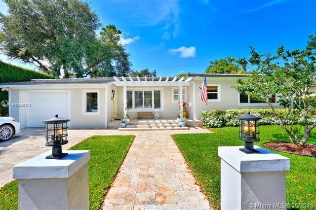 625 Puerta Ave, Coral Gables, FL 33143 (MLS #A10666104) :: The Maria Murdock Group