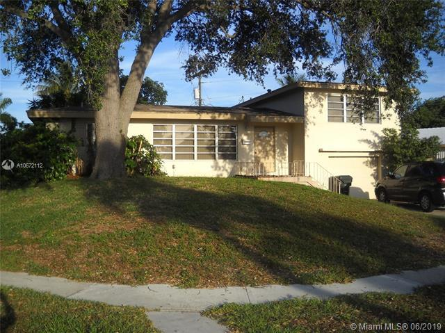 698 NW 15th Ave, Boca Raton, FL 33486 (MLS #A10672112) :: EWM Realty International
