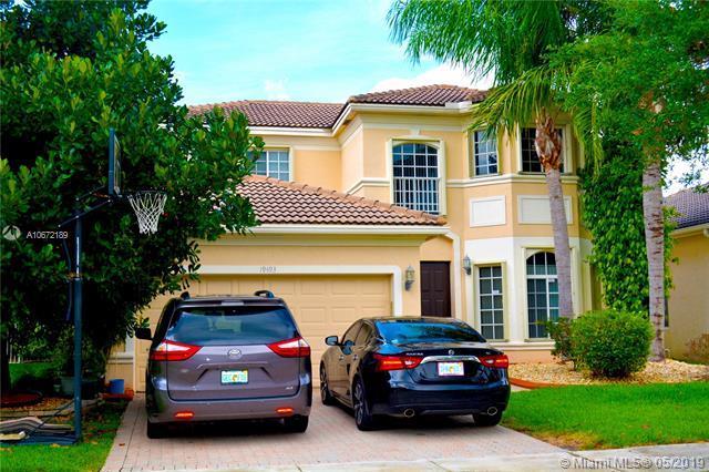 19493 SW 68th St, Pembroke Pines, FL 33332 (MLS #A10672189) :: Green Realty Properties