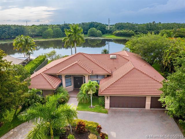 397 Coconut Cir, Weston, FL 33326 (MLS #A10674597) :: The Riley Smith Group
