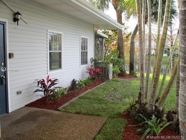 4821 S Hemingway Circle, Margate, FL 33063 (MLS #A10675406) :: Grove Properties