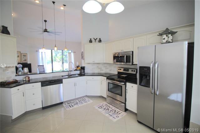 5221 Brian Blvd, Boynton Beach, FL 33472 (MLS #A10675746) :: RE/MAX Presidential Real Estate Group