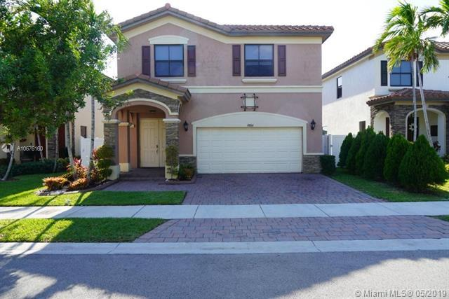 8806 W 33rd Ave, Hialeah, FL 33018 (MLS #A10676160) :: The Riley Smith Group
