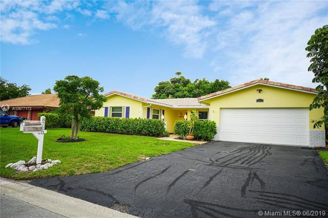 8710 NW 18th Ct, Coral Springs, FL 33071 (MLS #A10677173) :: The Brickell Scoop