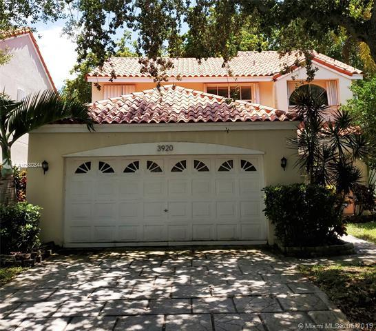3920 Hyde Park Circle, Hollywood, FL 33021 (MLS #A10680844) :: Green Realty Properties
