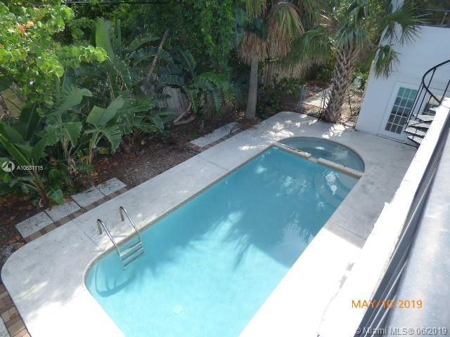 401 Wilma Cir, Riviera Beach, FL 33404 (MLS #A10681115) :: The Teri Arbogast Team at Keller Williams Partners SW