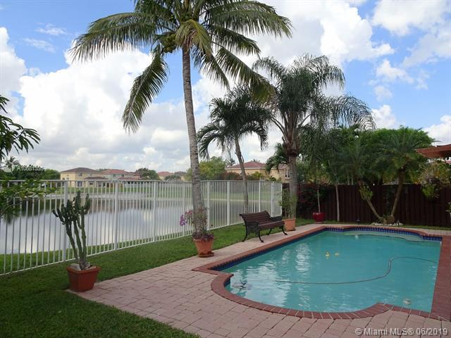 10938 NW 47 Ln., Doral, FL 33178 (MLS #A10681355) :: Green Realty Properties
