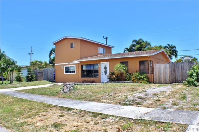 2510 NE 10th Ave, Pompano Beach, FL 33064 (MLS #A10681472) :: EWM Realty International