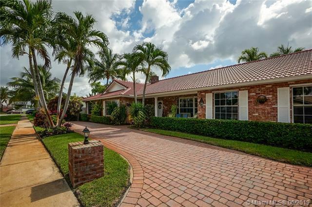 640 SW 74th Ter, Plantation, FL 33317 (MLS #A10683306) :: Grove Properties