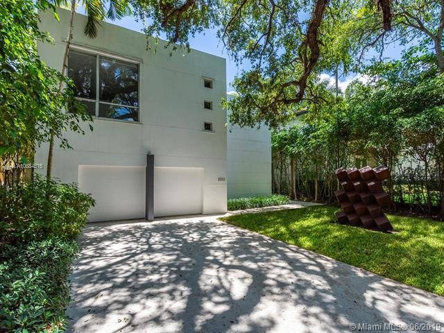 3550 Avocado Ave, Miami, FL 33133 (MLS #A10684516) :: The Jack Coden Group