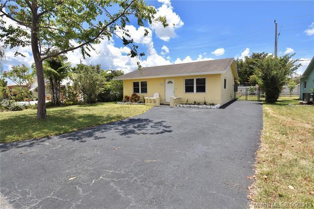 9804 NW 70th St, Tamarac, FL 33321 (MLS #A10684685) :: The Riley Smith Group