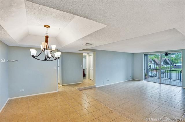 3690 Inverrary Drive 2V, Lauderhill, FL 33319 (MLS #A10685683) :: Berkshire Hathaway HomeServices EWM Realty
