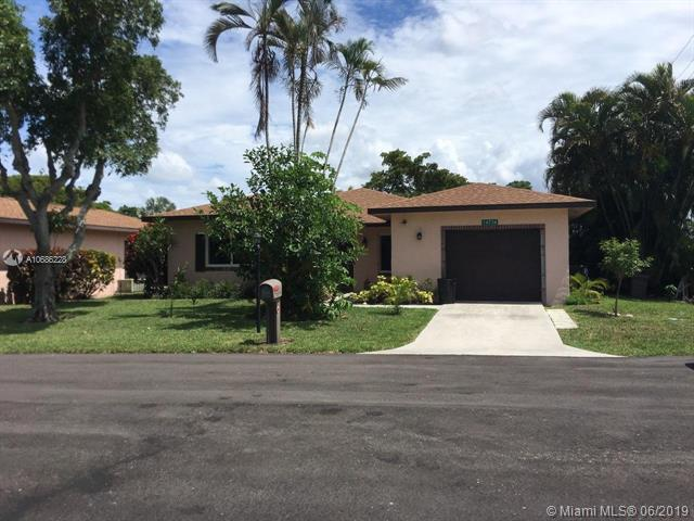 14736 Bonaire Blvd, Delray Beach, FL 33446 (MLS #A10686228) :: Grove Properties