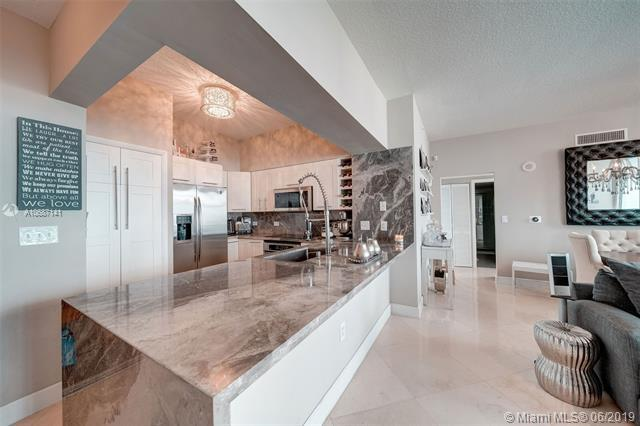 31 SE 5th St #1001, Miami, FL 33131 (MLS #A10687141) :: The Jack Coden Group
