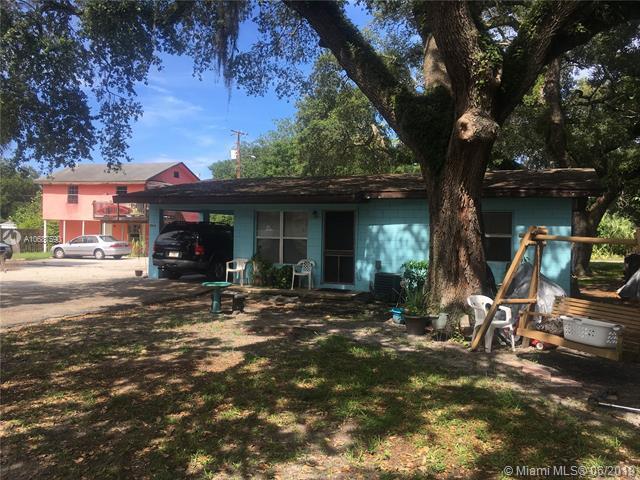 126 12th N St, Fort Pierce, FL 34950 (MLS #A10687590) :: Grove Properties