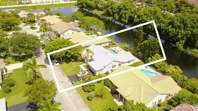 8855 NW 45th Place, Coral Springs, FL 33065 (MLS #A10688293) :: The Teri Arbogast Team at Keller Williams Partners SW