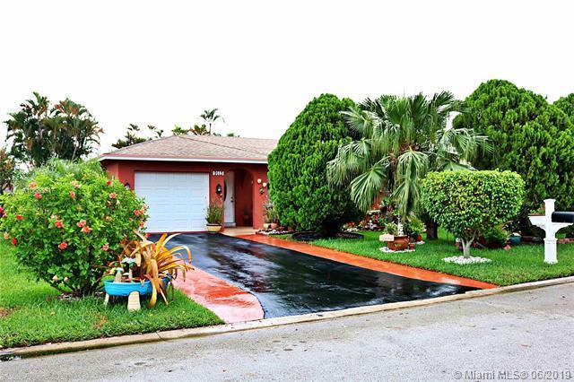9113 NW 82nd Ct, Tamarac, FL 33321 (MLS #A10688517) :: Grove Properties