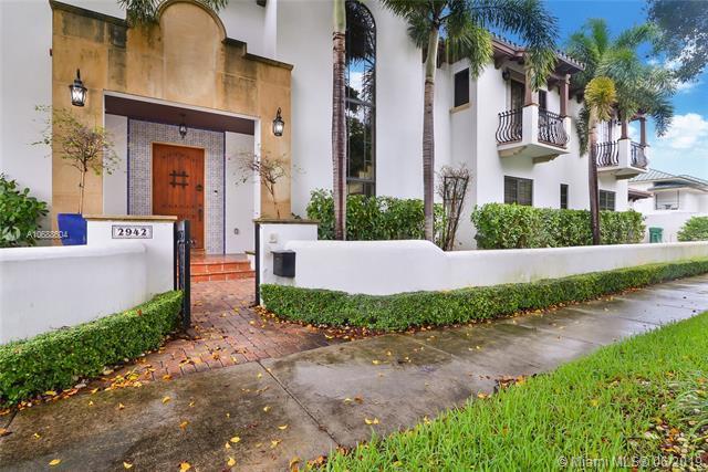 2942 SW 4th Ave, Miami, FL 33129 (MLS #A10688604) :: The Paiz Group