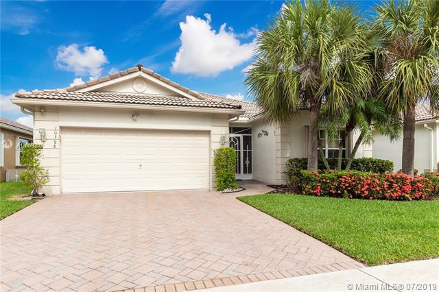 10398 Utopia Cir E, Boynton Beach, FL 33437 (MLS #A10689206) :: The Paiz Group